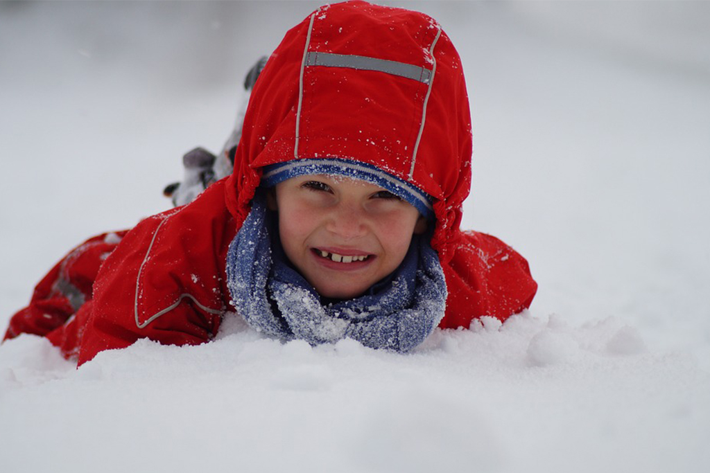kid-in-the-snow